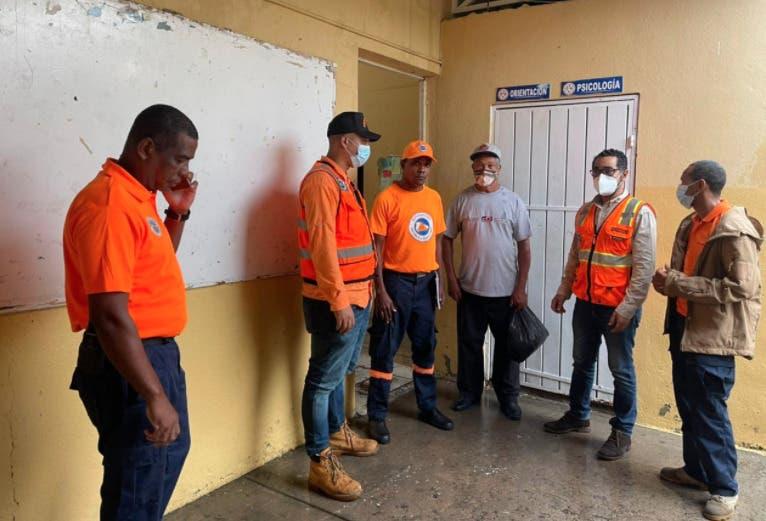 Unas 18 familias están refugiadas en planteles escolares del DN y Santo Domingo
