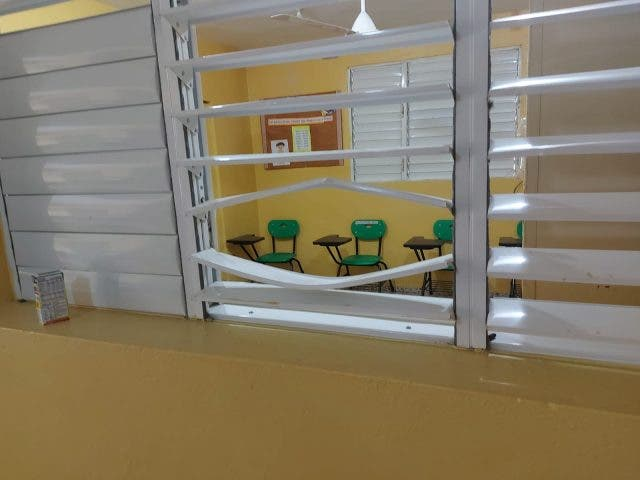 Conozca la excusa que escribió un ladrón en la pared de una escuela buscando dinero