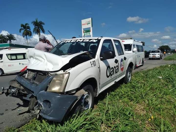 Equipo de prensa en Santiago sufre accidente de tránsito