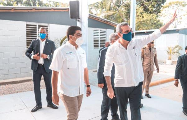Luis Abinader encabeza acto de entrega de cañadas saneadas por la CAASD