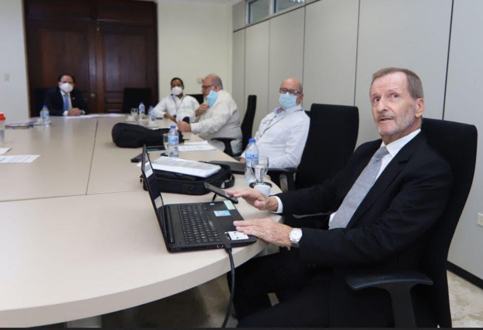 Cónsul General de RD en Aruba trae al país inversionista en el área de gas natural