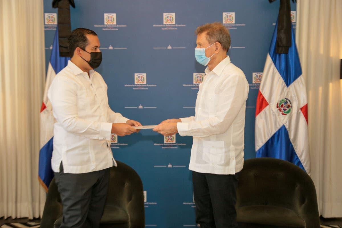 Cuerpo Consular acreditado en RD realiza visita al Canciller