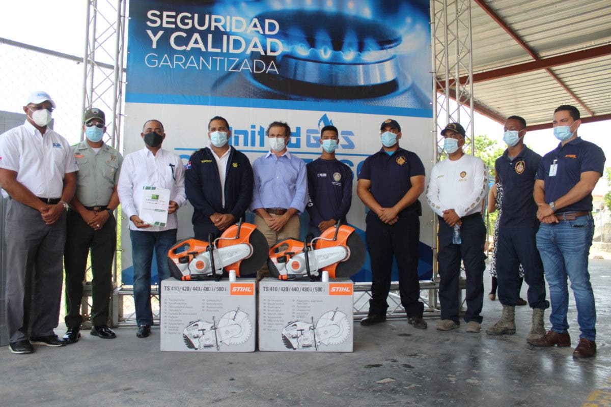 Donan equipos de salvamentos al Cuerpo de Bomberos de la Zona turística en Punta Cana- Verón-Bávaro