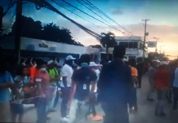 Incendio afecta área de Centro Médico Canela 2 de La Romana