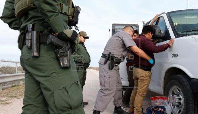 EEUU extiende expulsión de indocumentados en la frontera por la pandemia