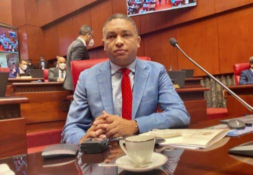 Yván Lorenzo pide escuchar clamor universal para lograr la paz entre Cuba y EEEU
