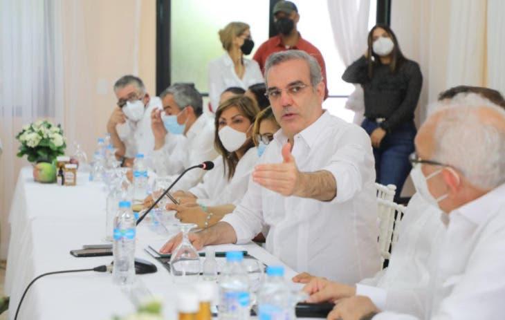 Presidente Abinader anuncia construcción de extensión de la UASD en Azua