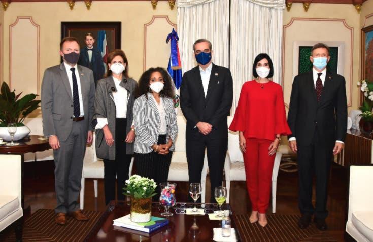 Luis Abinader y  jefa gabinete de primera dama EEUU sostienen reunión en Palacio Nacional