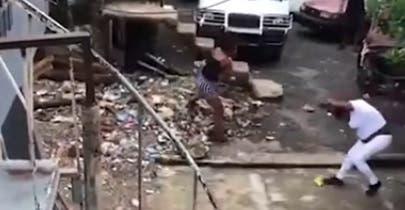Video: Pleito a los machetazos «por una tubería» en ensanche Espaillat; un muerto