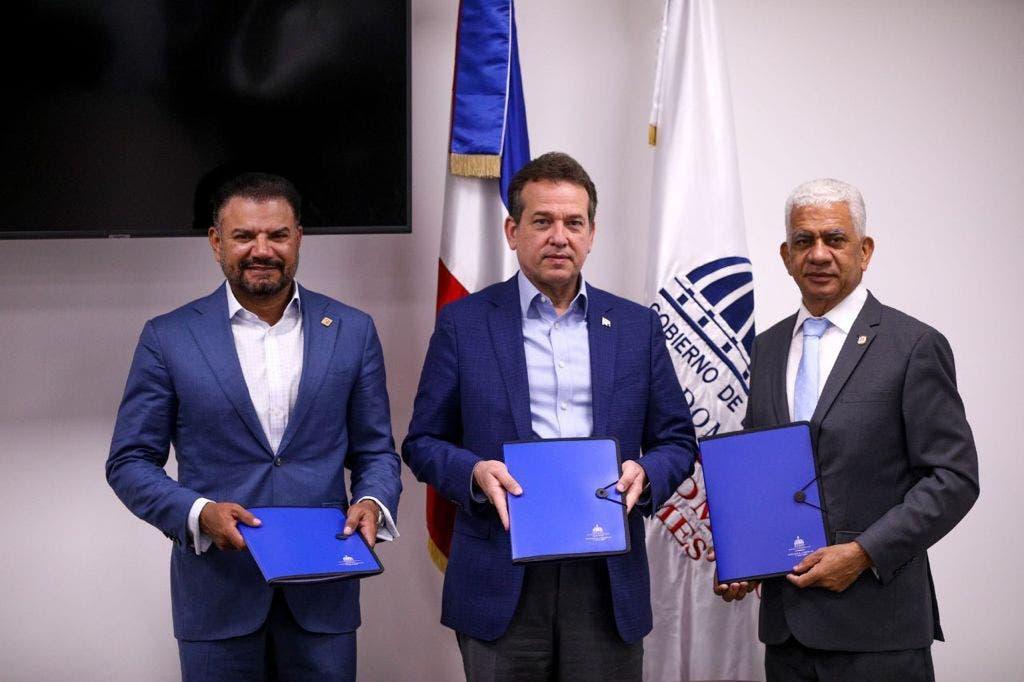 MICM, Fiduciaria Reservas y Fenatrado firman acuerdo para fomentar uso de gas natural en vehículos