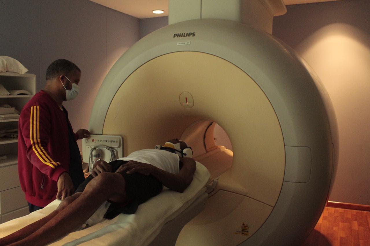 Ney Arias Lora instala Resonancia Magnética Nuclear
