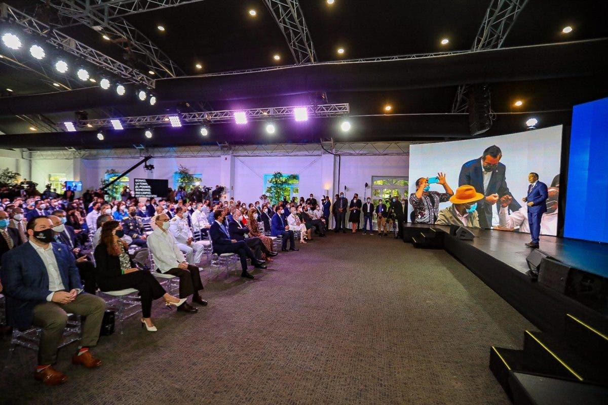 Ministro de Medio Ambiente presenta los logros del primer año de gestión