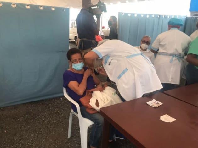 San Cristóbal sigue con el peor registro de vacunación con dos dosis; Espaillat, rumbo al 70%