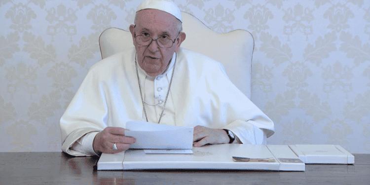 El papa pide sacar a la misa de la marginalidad en la que está cayendo
