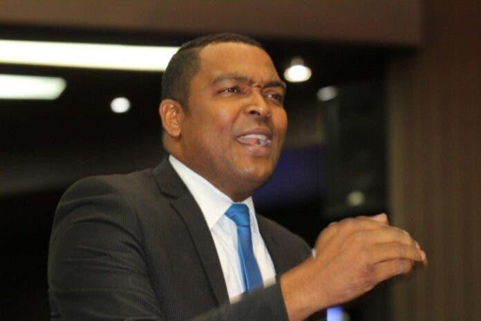 Botello denuncia que reajustes médicos saldrán de «costillas» afilados de las AFP