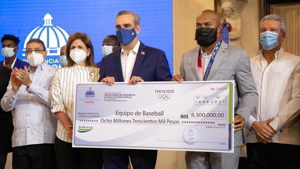 Gobierno entrega más de 50 millones pesos a deportistas que fueron a juegos de Tokio 2020