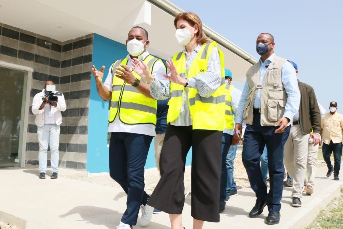 Vicepresidenta y director del DA supervisan avances construcción helipuerto de Barahona