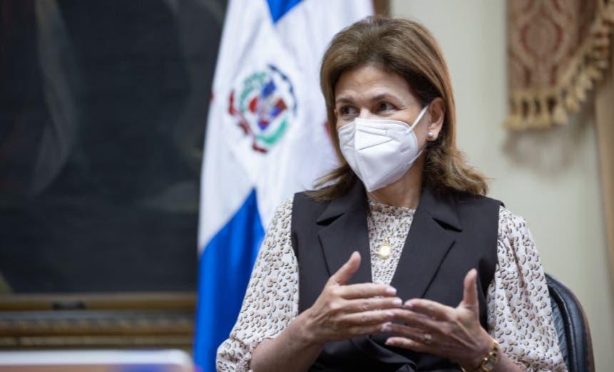 Raquel Peña dice RD está cada vez más cerca de dejar mascarillaspor COVID; pide continuar vacunación