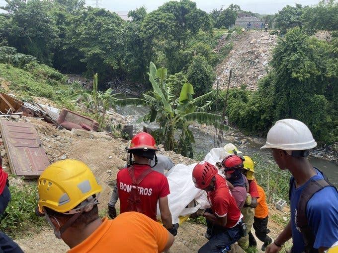 Se derrumba casa en la cañada de Guajimía; recuperan cadáver de un hombre