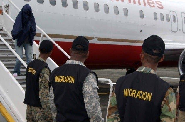 Llegan hoy al país 74 exconvictos repatriados por Estados Unidos
