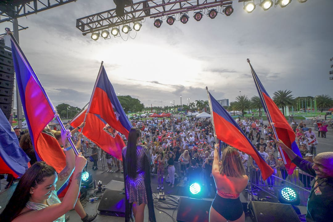 Sarodj Bertin rinde homenaje a Haití en el Carnaval de Miami