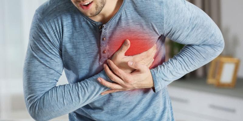 ¿Te duele el pecho?, ¿eres hipertenso? conoce los síntomas que alertan sobre un infarto
