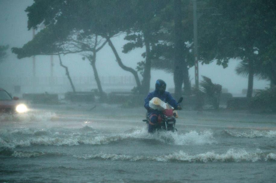 La tormenta tropical Fred se debilita a su paso por la República Dominicana