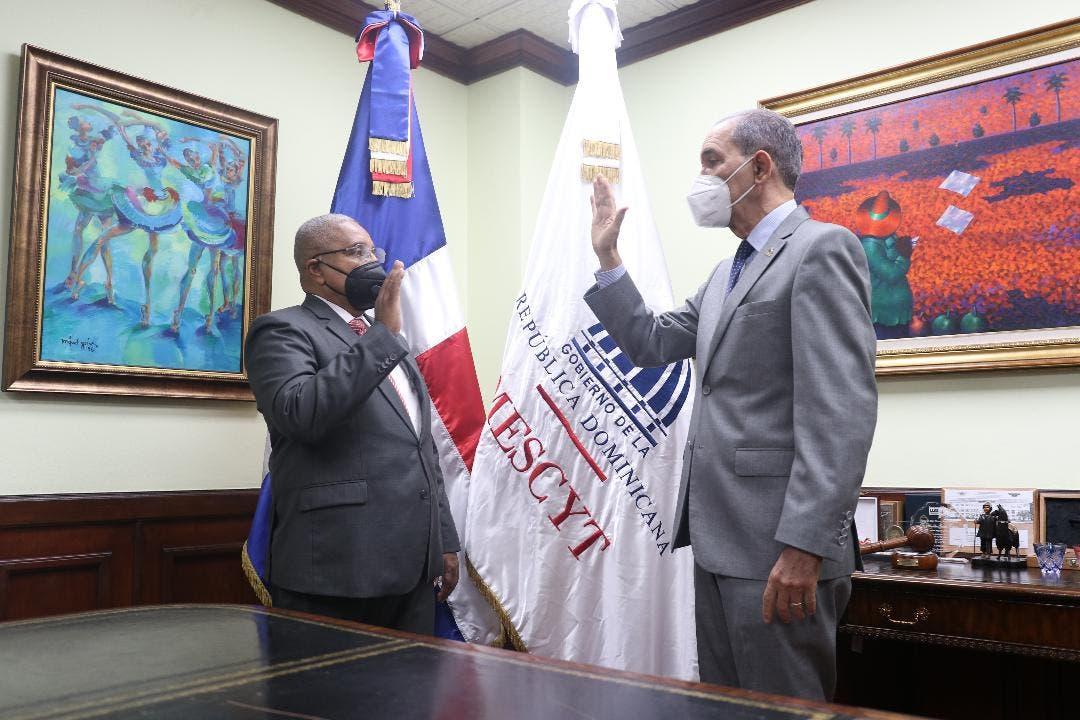 Francisco Vegazo Ramírez, juramentado como nuevo rector del ITSC