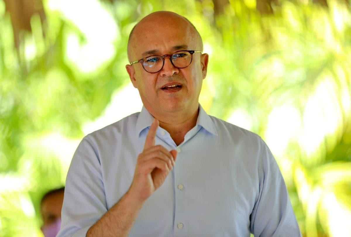 Denuncia de Francisco Domínguez Brito sobre deuda «obliga» a ministro de Hacienda a responder
