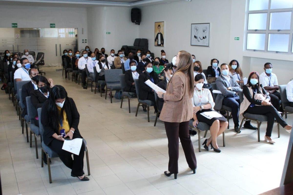 Pasaportes imparte talleres de capacitación para empleados