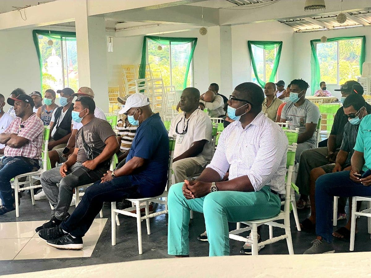 IDECOOP se reúne con asociaciones de pescadores de Samaná para constituirlas en cooperativas