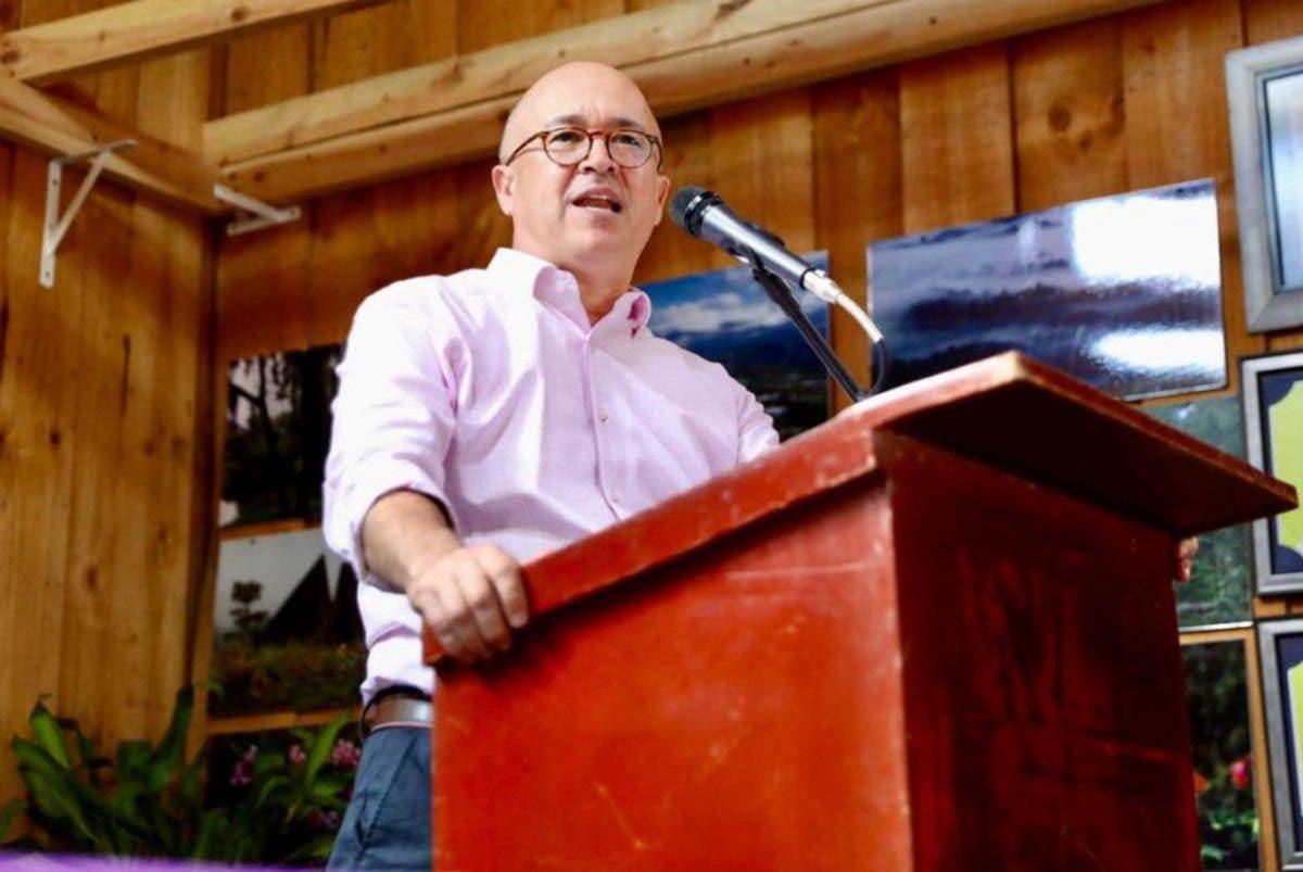 Domínguez Brito: «El gobierno debe reincorporar técnicos con experiencia, para enfrentar fiebre porcina»