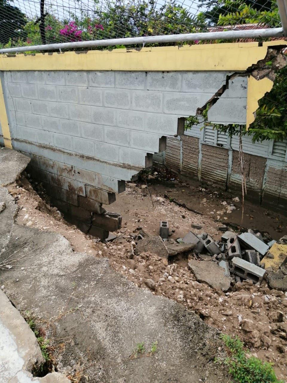 Ministerio de Educación atiende escuelas afectadas por la tormenta tropical Fred
