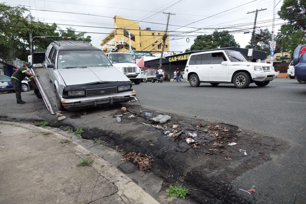 Video: retiran chatarras de la Zona Colonial, Gazcue, San Carlos y Luperón