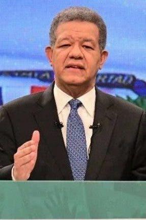 El presidente de la Fuerza del Pueblo (FP), Leonel Fernández, criticó ayer el manejo que las actuales autoridades