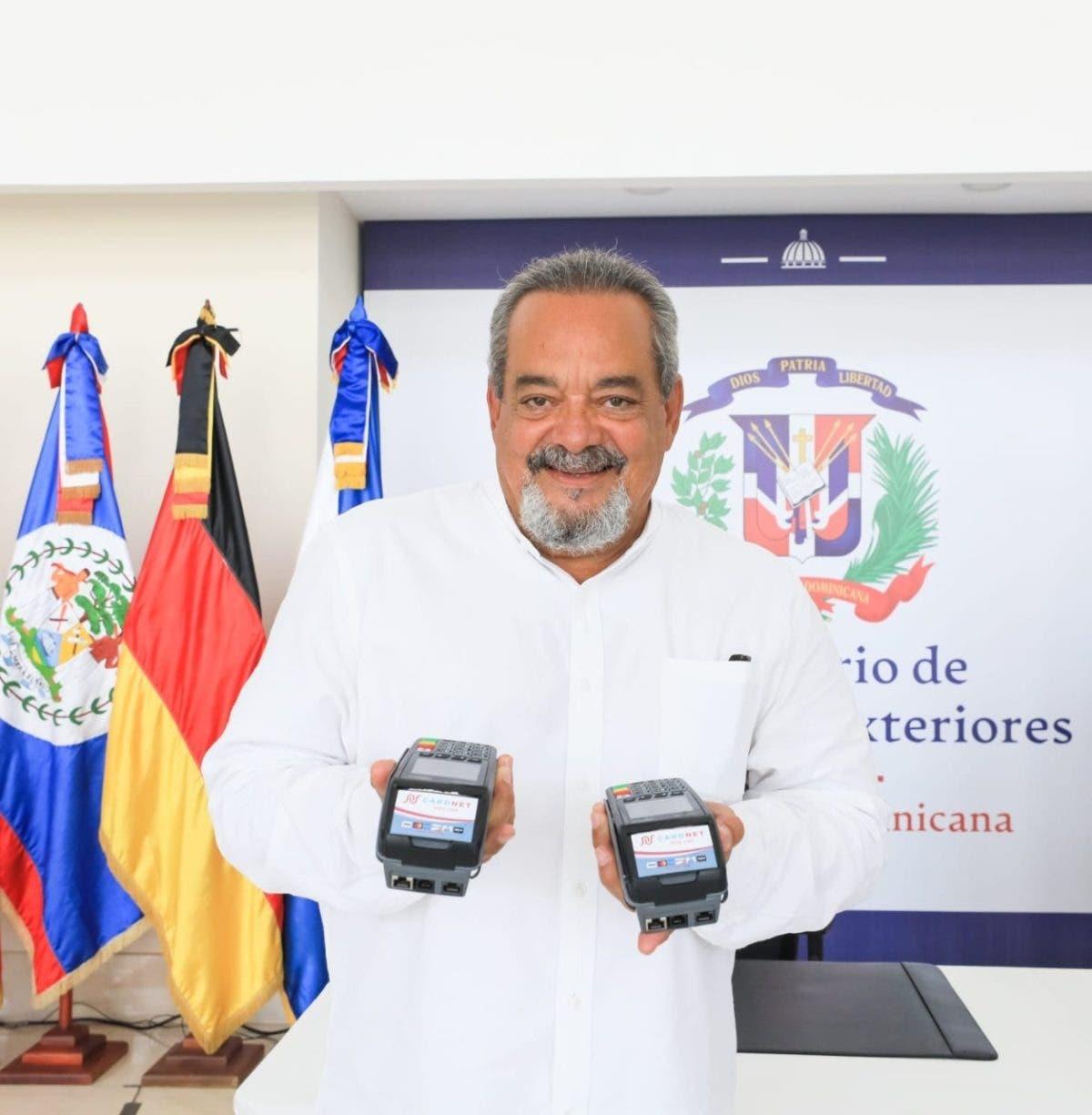 Consulado dominicano en Los Ángeles acepta pagos con tarjetas
