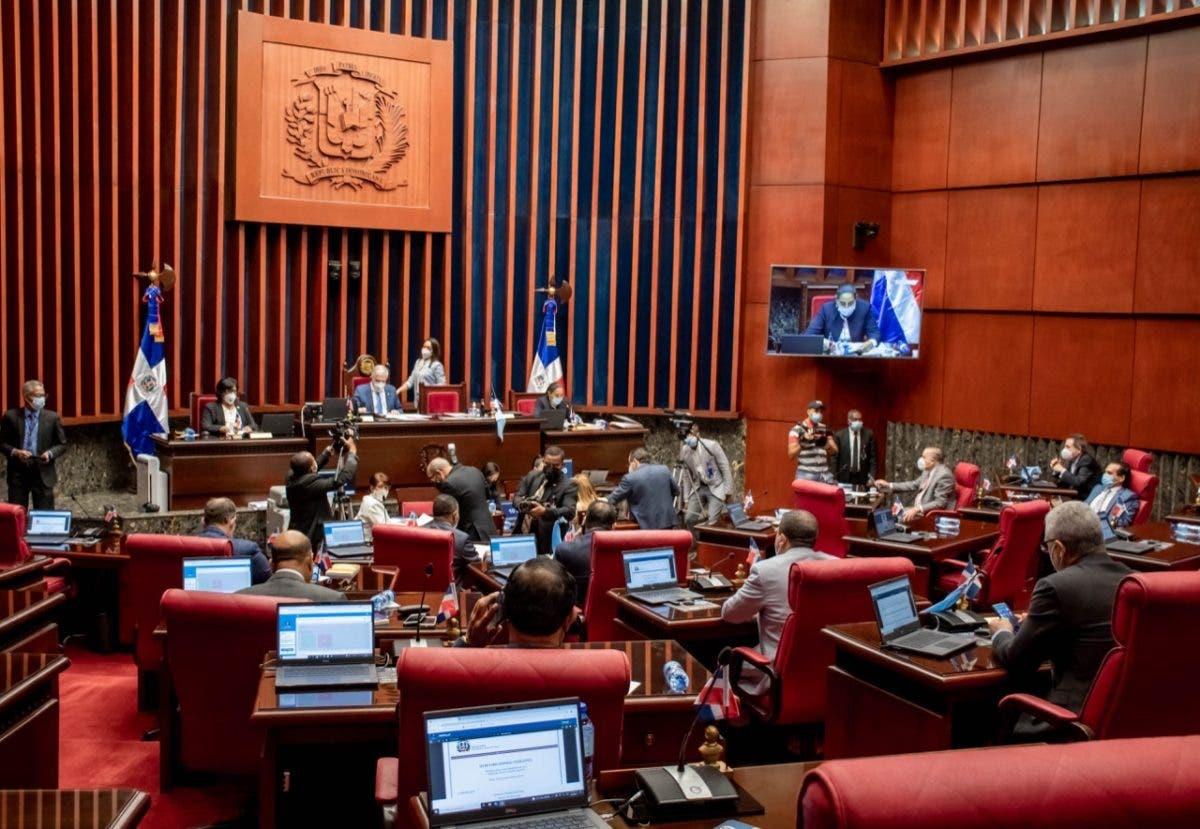 20 senadores votaron a favor del estado de emergencia