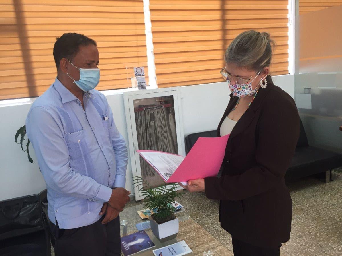 Reverendo Paulino Moya deposita querella en Digeig contra Dío Astacio y Darío Lizardo Santos