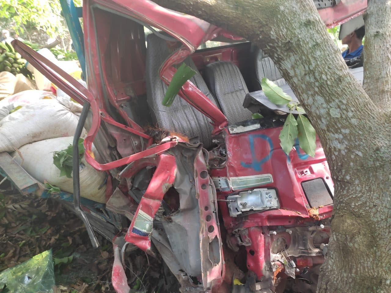 Aparatoso accidente deja un muerto y más de una decena de heridos en Pedernales