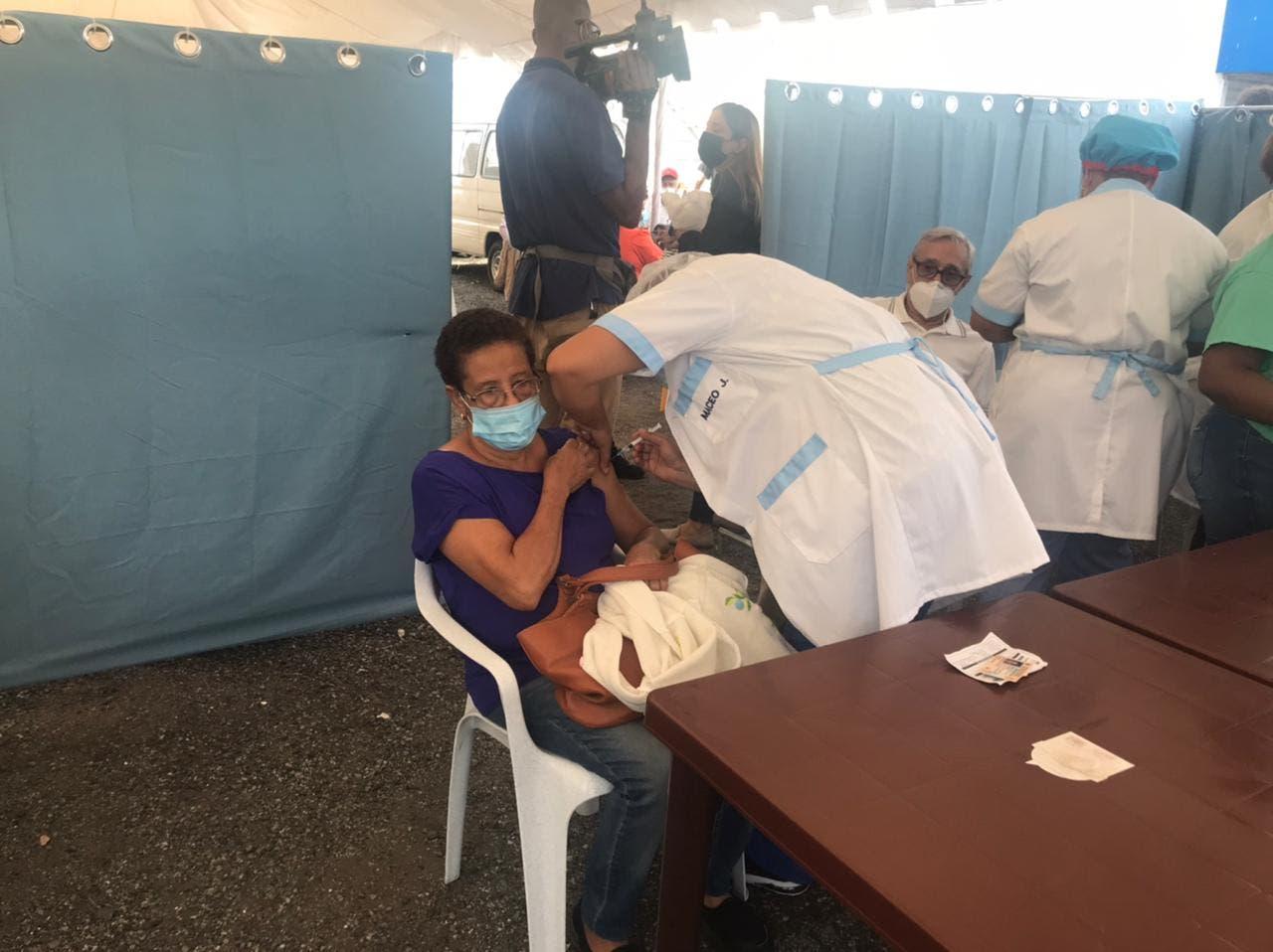 Provincia Espaillat, próxima candidata a liberarse del toque de queda; San Cristóbal mantiene peor índice de vacunación