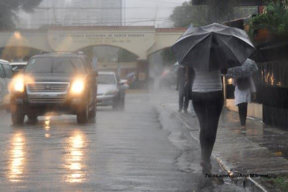 La ONAMET vigila tres áreas de aguaceros y tormentas eléctricas