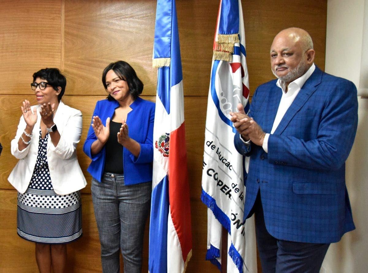 Periodista Diulka Pérez es promovida a directora ejecutiva del Plan Estratégico Institucional del Ministerio de Educación