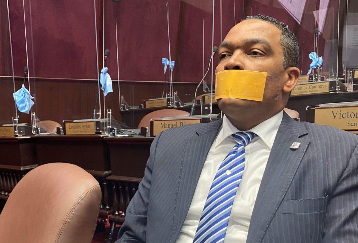 Botello va con bozal a Cámara de Diputados; advierte presentará recurso  contra decisión que lo censura