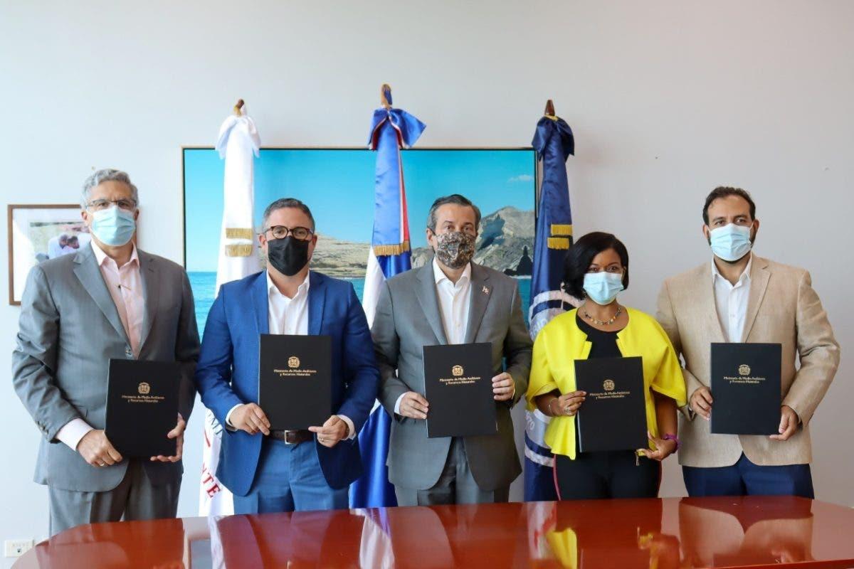 Firman memorándum que pone fin a situaciones medioambientales en el puerto de Barahona