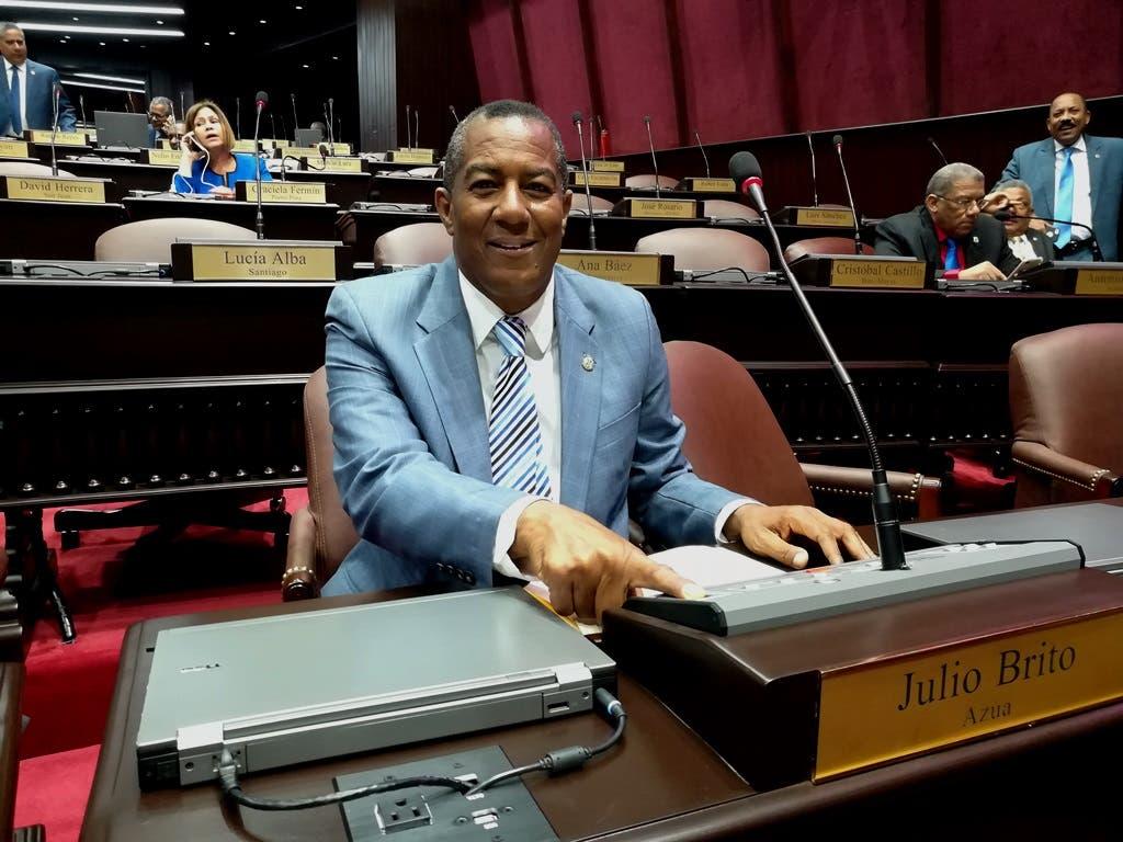 Diputado Julio Brito votó a favor del estado de emergencia por amistad con Abinader