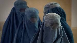 Talibanes autorizan mujeres afganas estudien en la universidad pero bajo ley islámica