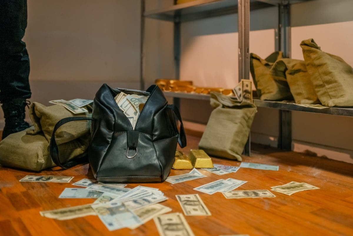Descubra cómo tres personas estafaron entidad bancaria por más de 5 millones de pesos en Punta Cana