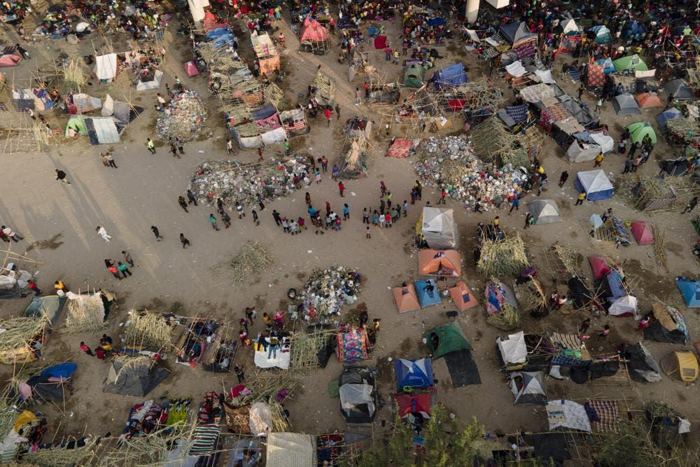 Funcionarios: muchos migrantes haitianos, liberados en EEUU