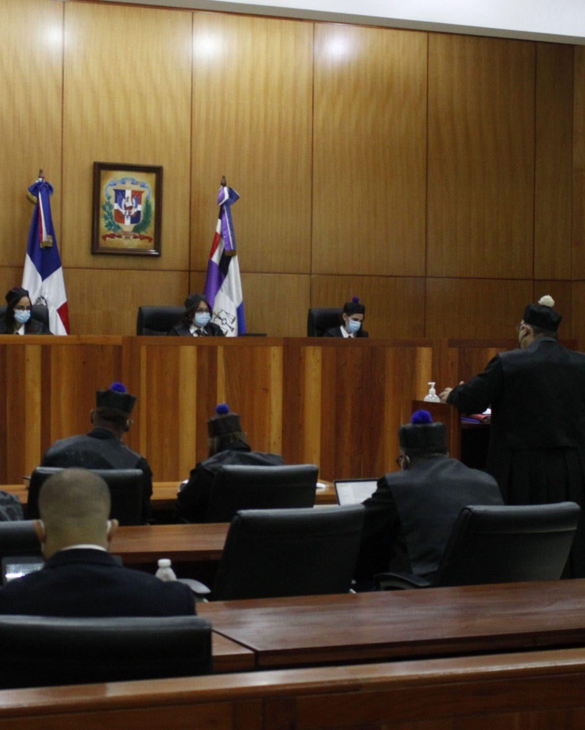 Defensa Rodríguez muestra al tribunal  origen de sus bienes