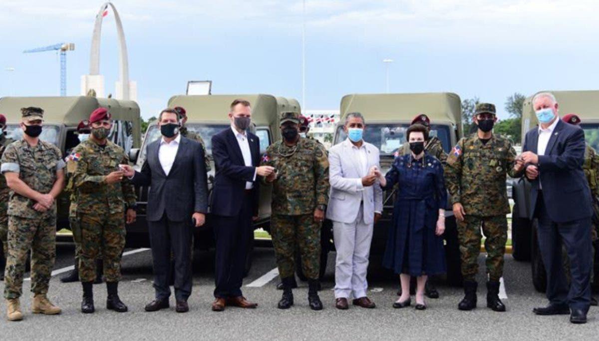 Embajada de EU dona ocho vehículos Ministerio Defensa